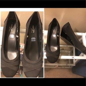New women flats shoes size 8.5 W by NY&C